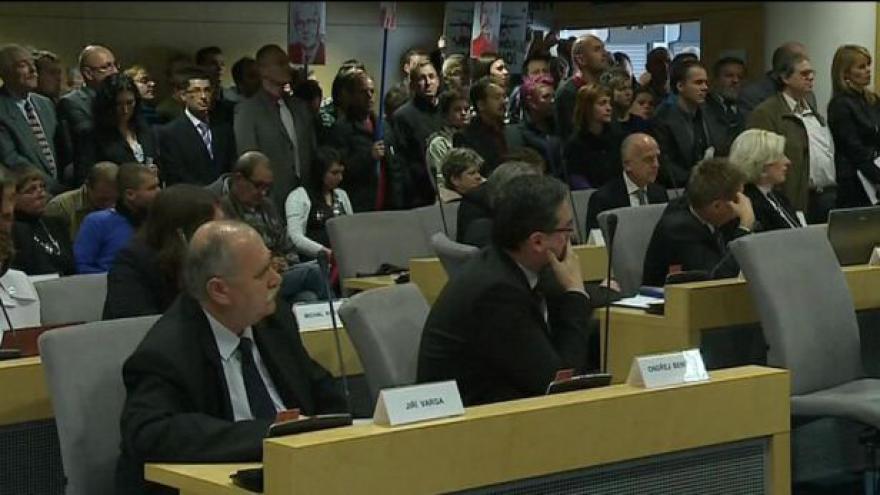 Video Radní zlínského hejtmana se zpovídá z možné spolupráce s StB