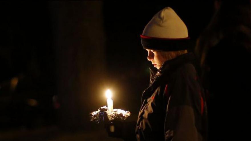 Video Události: Pokračuje vyšetřování tragédie v Newtownu