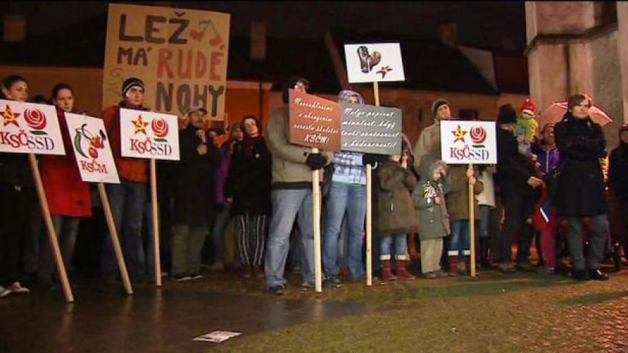 Video Protesty proti komunistické radní pokračují