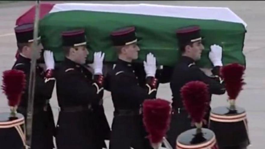 Video Experti odebrali vzorky z Arafatova těla