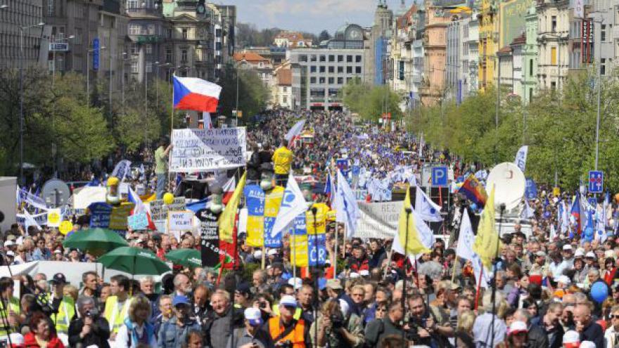 Video 17. listopad ve znamení protivládních protestů