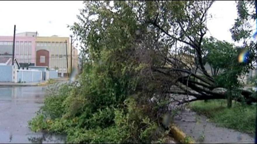 Video Sandy dorazila na Kubu