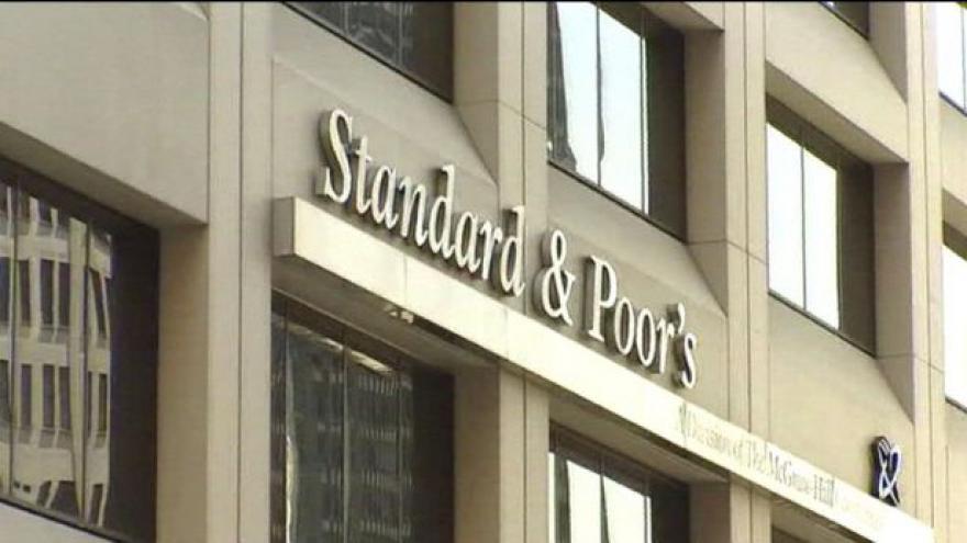 Video Standard & Poor's snížila dlouhodobé hodnocení Španělska