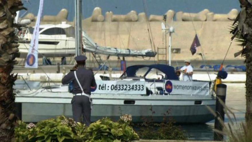Video Potratová loď dorazila do Maroka