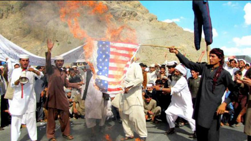 Video Při protestech proti filmu o Mohamedovi zemřelo 11 lidí