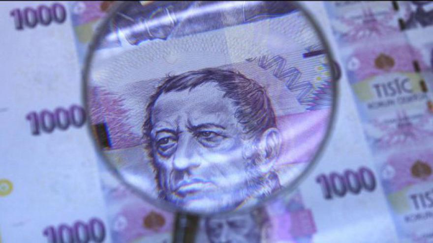 Video Čechům rostou hrubé mzdy, reálně však klesají