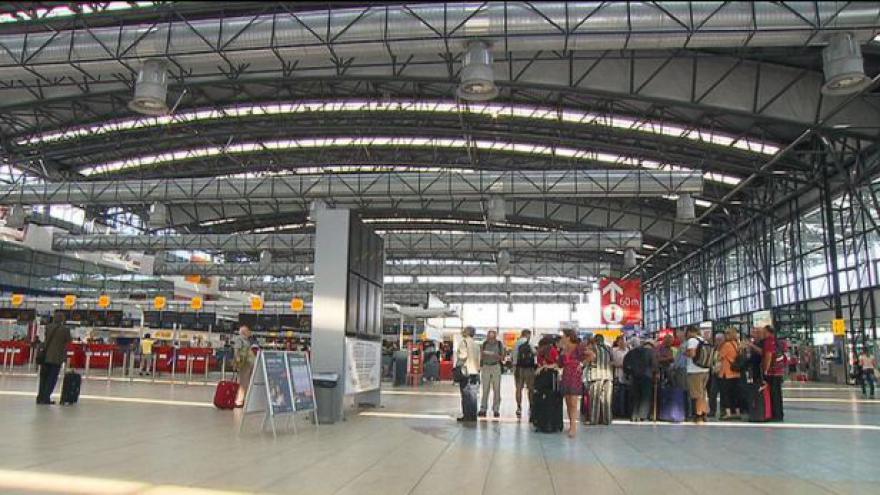 Video Situace na ruzyňském letišti kolem 9:00