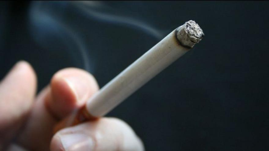 Video Vláda schválila vyšší spotřební daň u cigaret