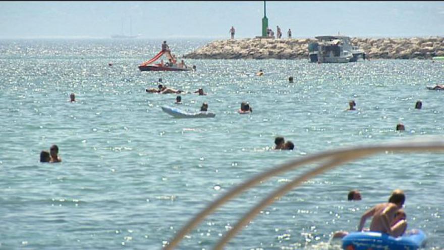 Video Řekové se uchylují k jiným měnám