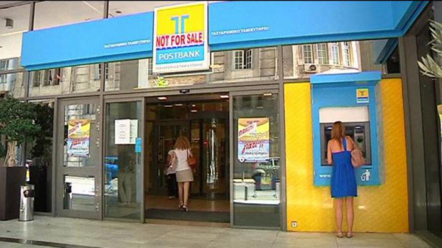 Video Řekové vybírají peníze z bank