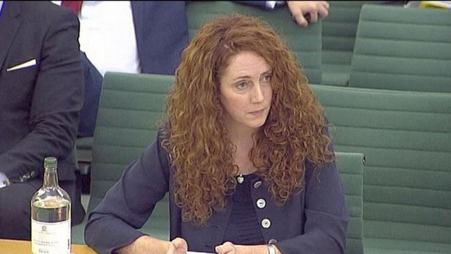 Video Cameron udržoval nadstandardní kontakty s Brooksovou