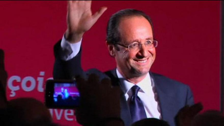 Video Hollande jde do druhého kola jako vítěz