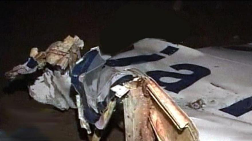 Video V Pákistánu se zřítilo letadlo (23:00)