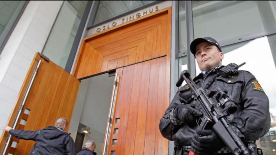 Video Události k zahájení soudu s Andersem Breivikem