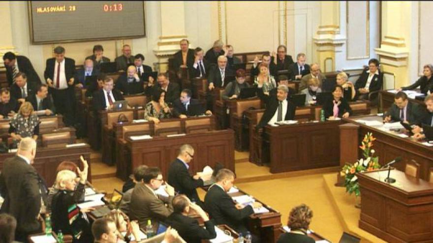Video Opozici se nepodařilo shodit Nečasovu vládu