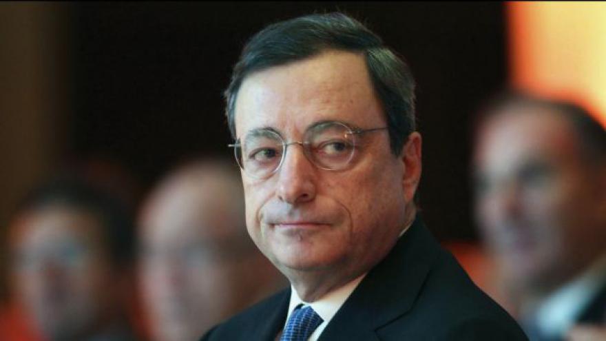Video ECB prozatím končí s levnými půjčkami