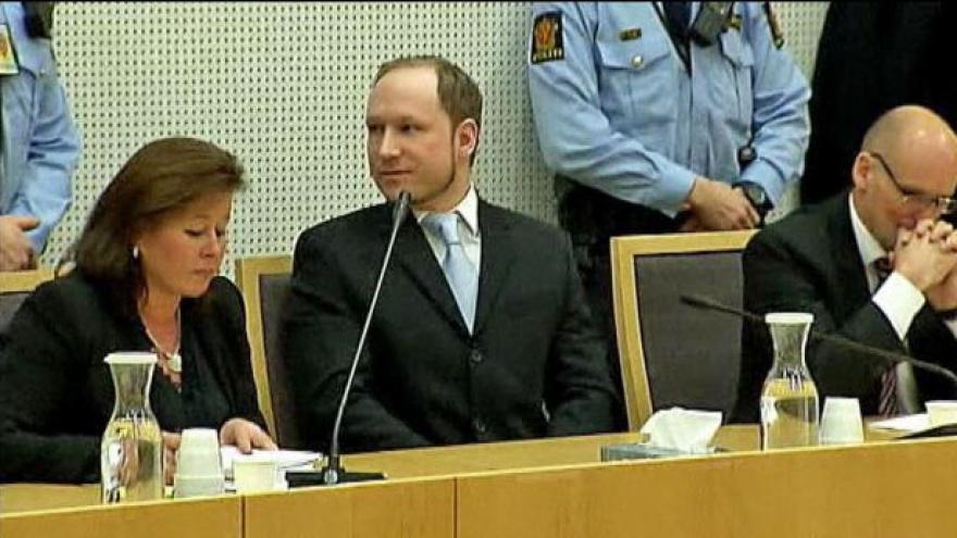Video Breivik obviněn z terorismu