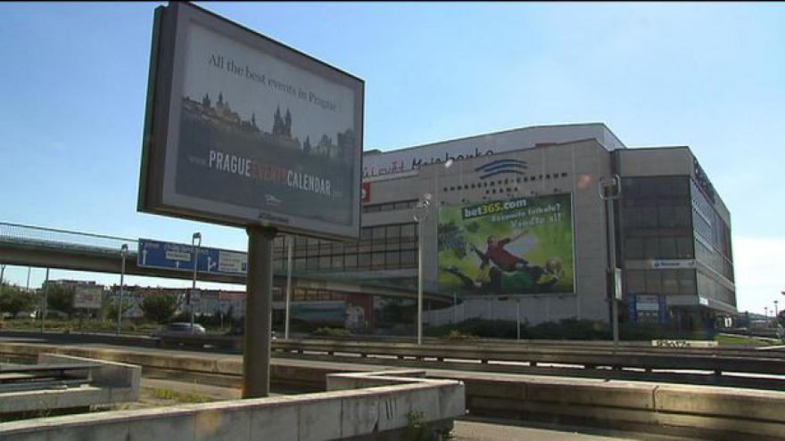 Video Studio ČT24: Poslanci omezili billboardy kolem dálnic