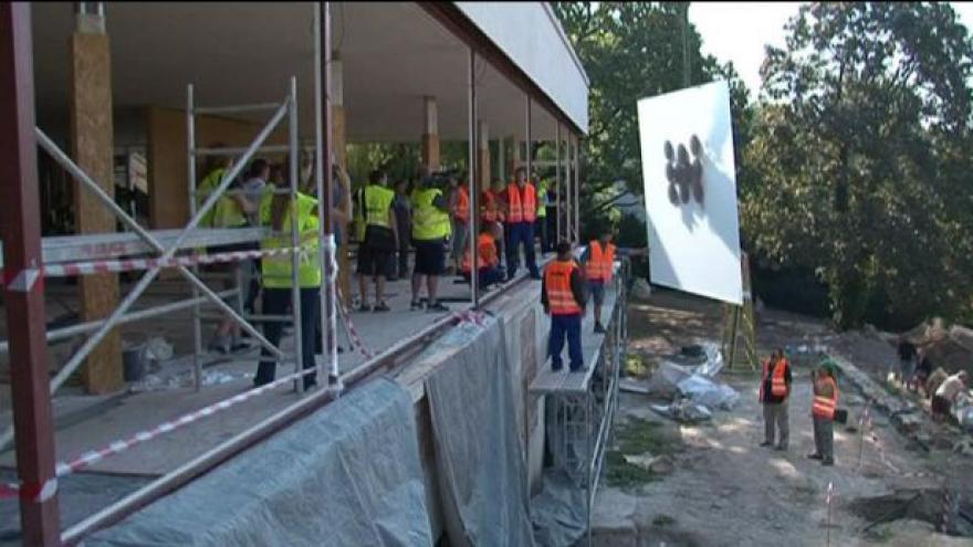 Video NO COMMENT: Vila Tugendhat se dočkala zasklení zadní terasy