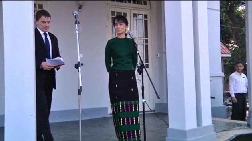 Video Barmský režim propouští další disidenty