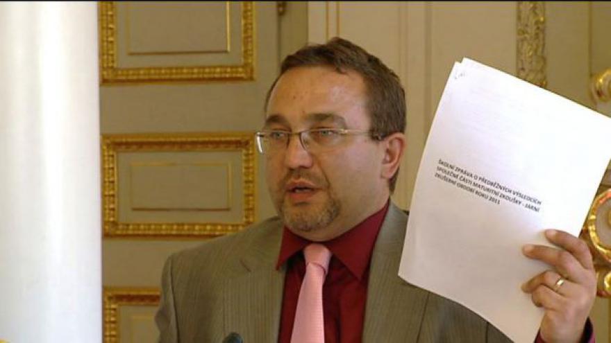Video Ministerstvo čelí kritice kvůli zakázkám