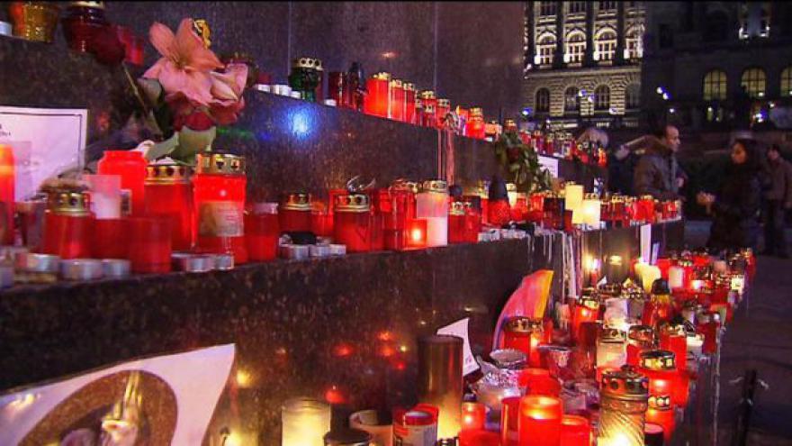 Video Do Pražské křižovatky přišly za Havlem tisíce lidí