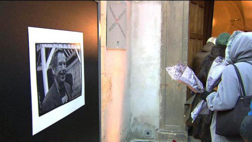 Video Na Václava Havla se vzpomínalo po celé ČR
