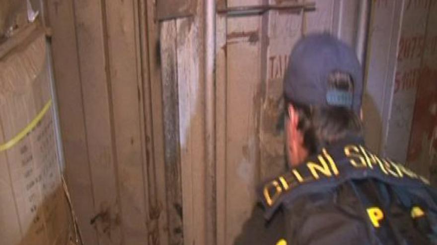 Video Pracovník celní správy o objevu podzemního skladu padělků v tržnici v Olomoucké ulici v Brně