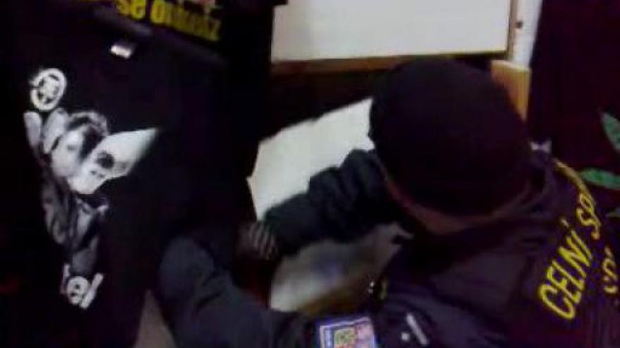 Video Záběry Celní správy z kontroly stánků v Hatích