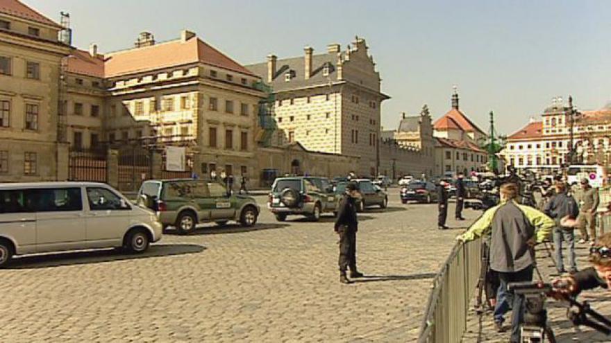Video Návštěva Medvěděva omezí pražskou dopravu