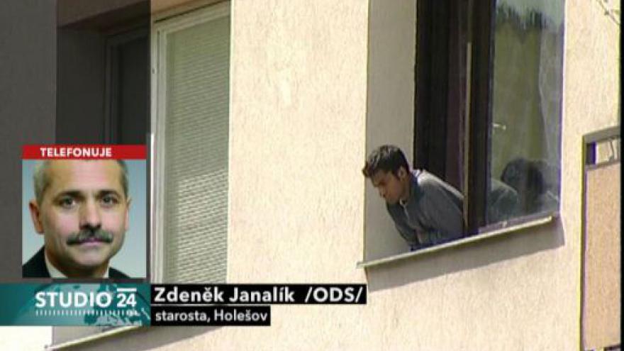 Video Studio ČT24 o situaci v Holešově