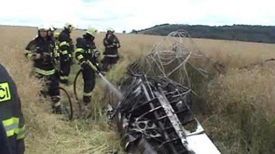 Video NO COMMENT: Záběry hasičů z místa nehody