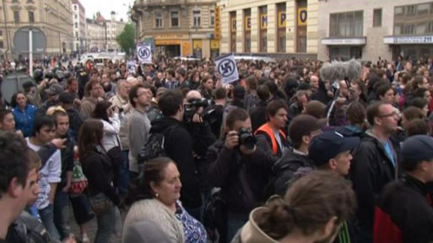 Video NO COMMENT: V Brně proti sobě stojí radikálové a jejich odpůrci