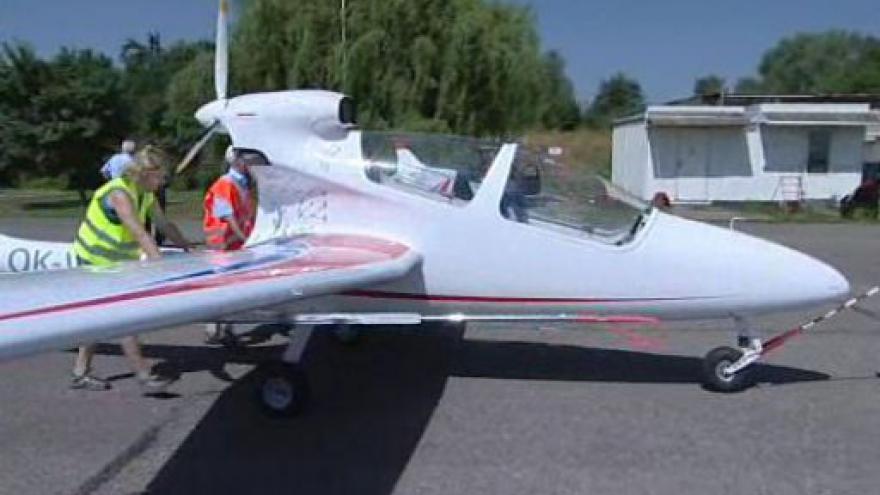 Video Bezpilotní letoun Marabu se vznáší nad Kunovicemi