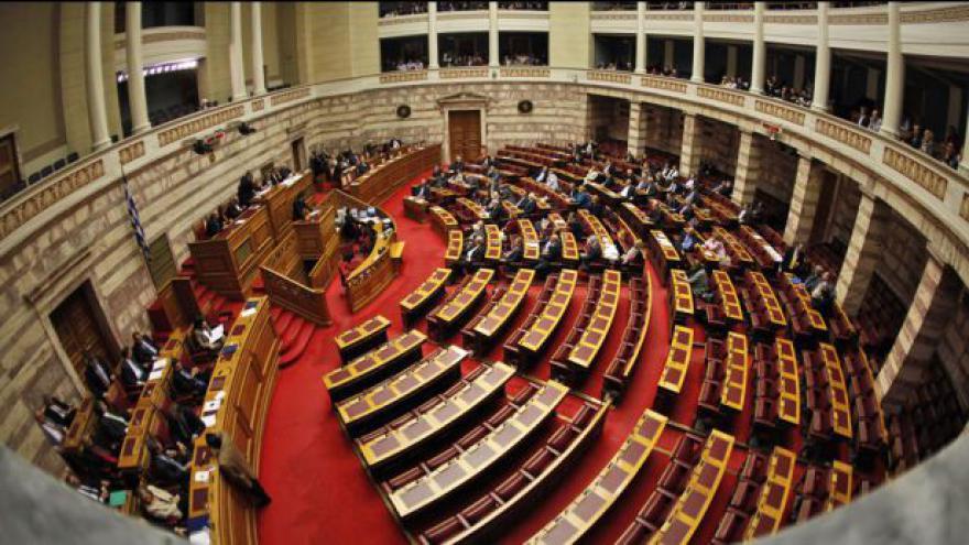Video Papandreova vláda získala důvěru