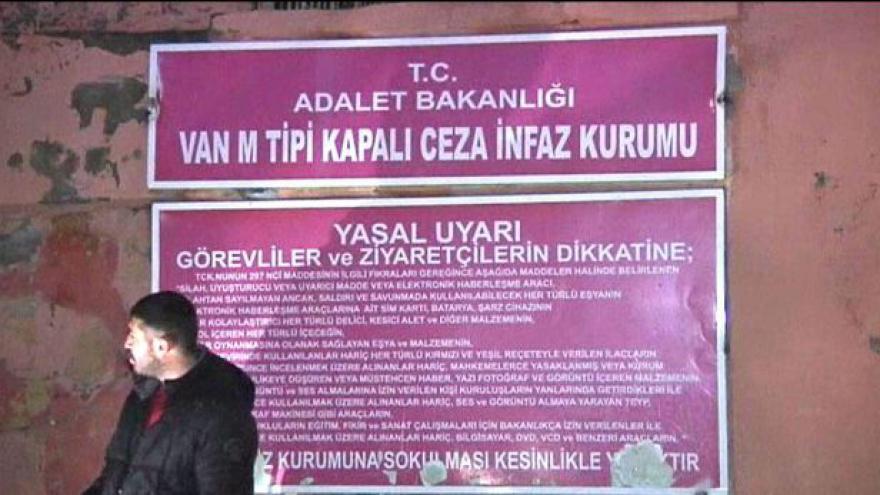 Video V Turecku se po následných otřesech vzbouřili vězni