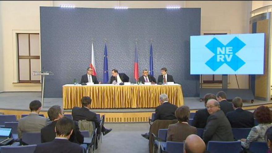 Video NERV doporučil vládě, jak se vypořádat s dluhovou krizí