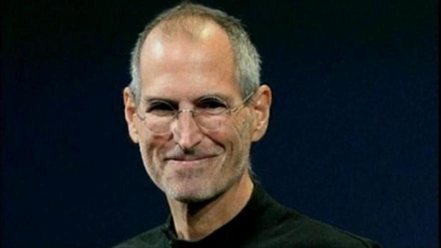 Video Polední události ke smrti Steva Jobse