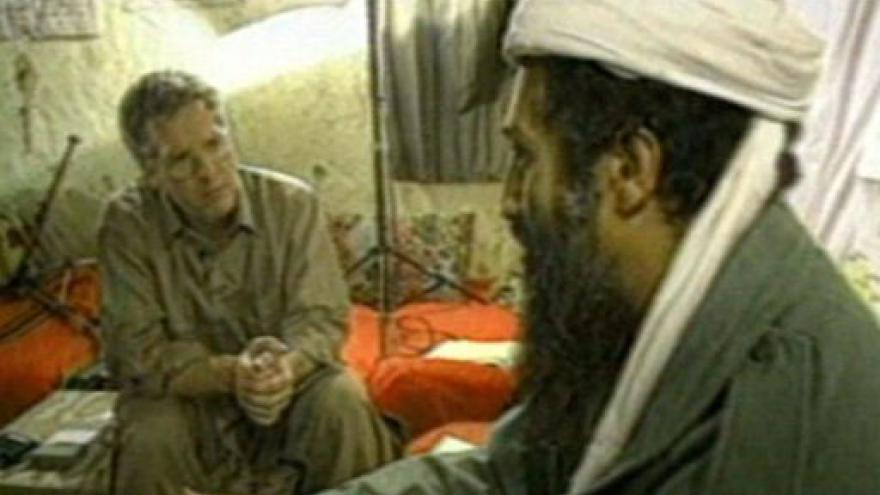 Video Pentagon zveřejnil bin Ládinovy domácí videonahrávky