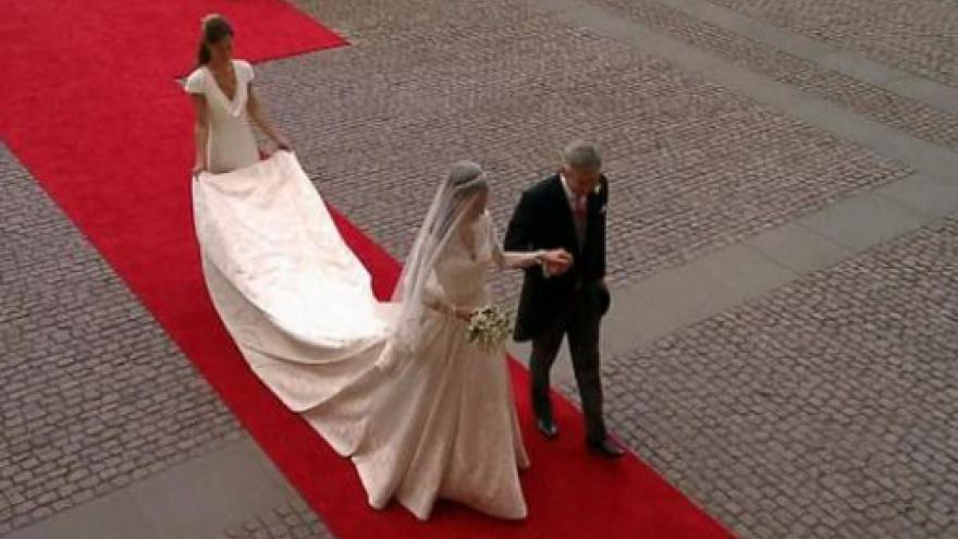 Video Svatební šaty Kate půjdou na dračku