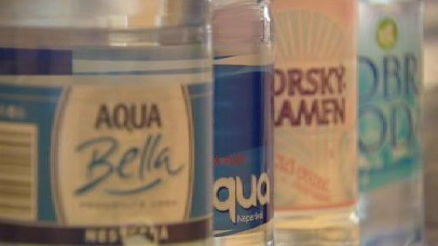 Video Studio ČT24 - voda v restauracích z kohoutku?