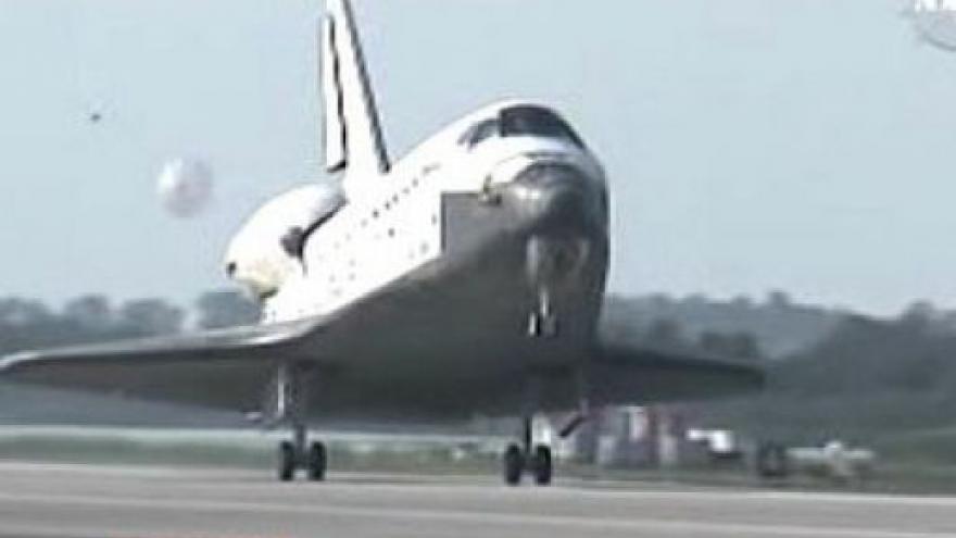 Video Raketoplán Discovery přistál na Floridě