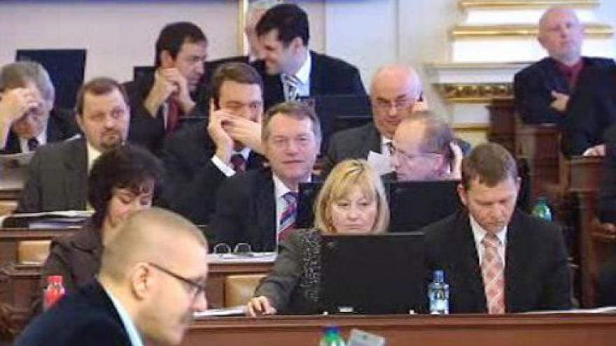 Video Snížení platů ústavních činitelů tématem Studia ČT24