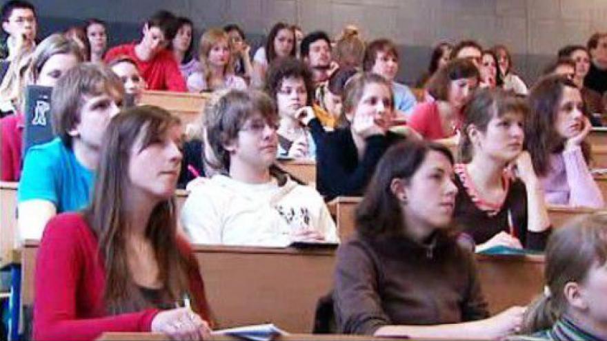 Video Absolventi bez práce i podpory tématem Ekonomiky ČT24