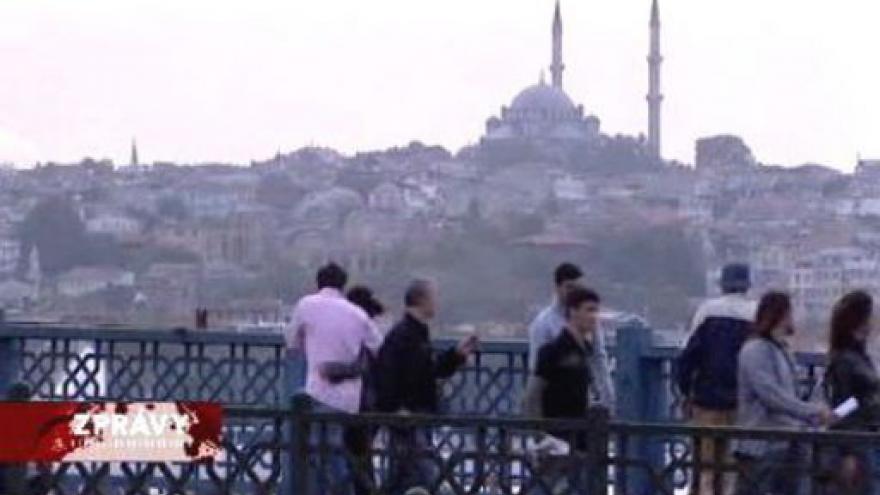 Video Turci hlasují o ústavě