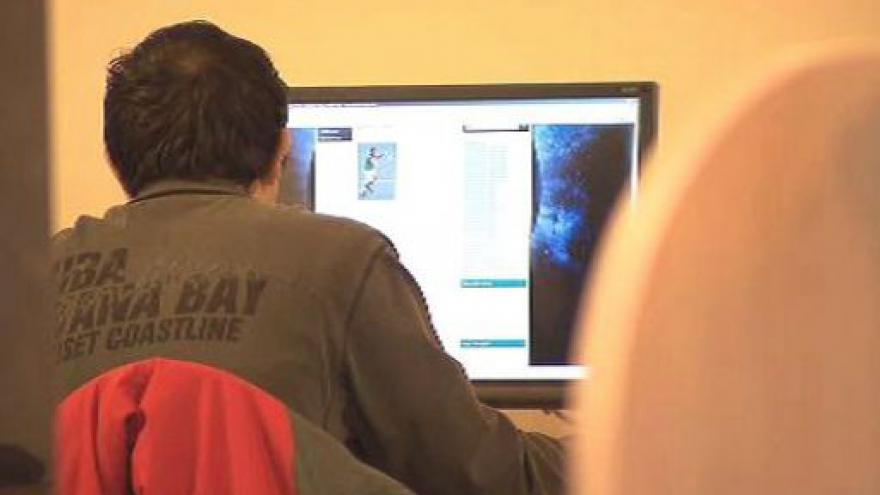 Video Policie pochytala 10 počítačových pirátů
