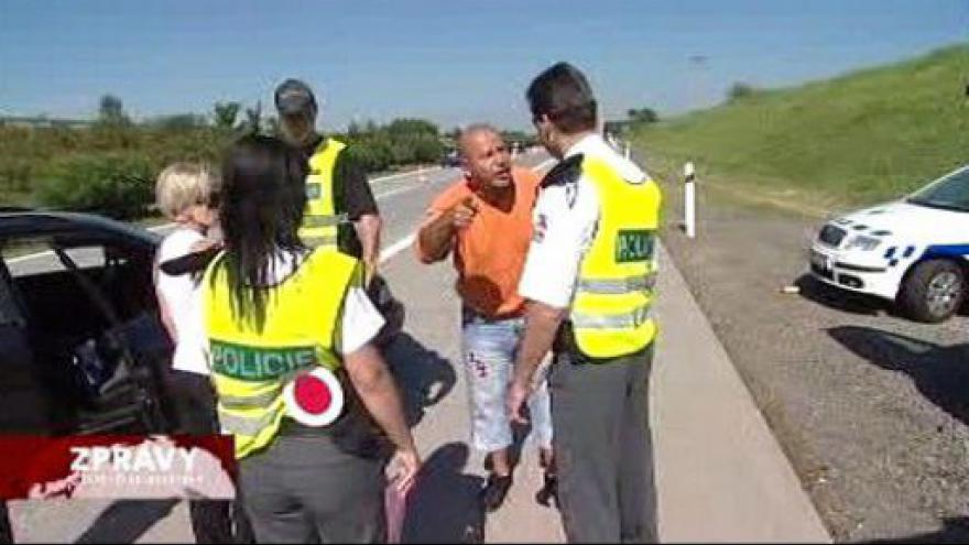 Video Policie se chystá na kontroly řidičů