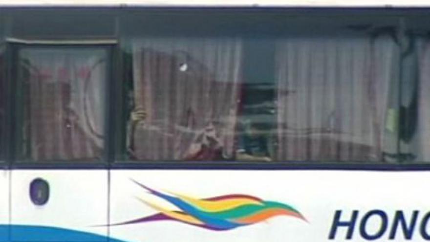 Video Propuštěný policista se na Filipínách zmocnil autobusu s rukojmími