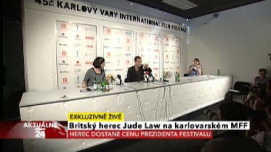 Video Tisková konference Judea Lawa