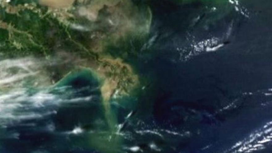 Video Ropa míří k americkému pobřeží